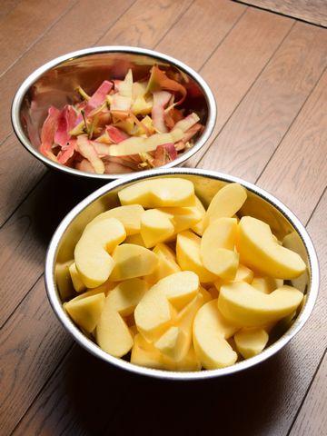 切ったリンゴと皮