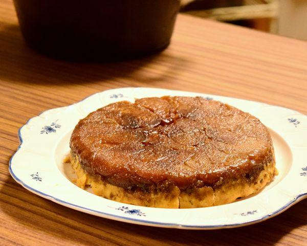 ダッチオーブンで焼いたタルトタタン