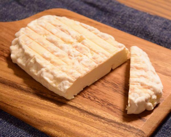 自家製白カビチーズ