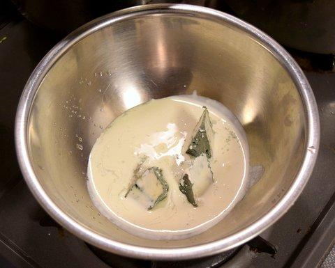 ブルーチーズのパスタソースを作る