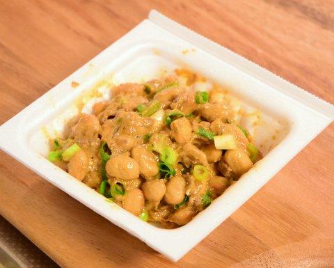 納豆に醤油粕と刻みネギとワサビを混ぜたもの