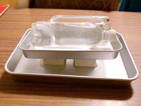豆腐の水を切る