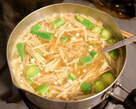 えのき茸とオクラの醤油粕汁
