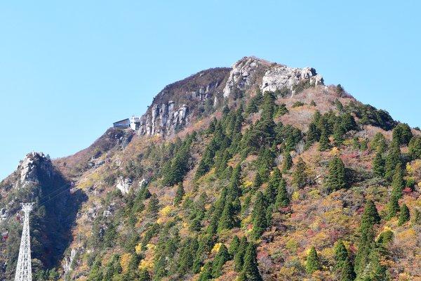 御在所岳5合目から山頂を望む