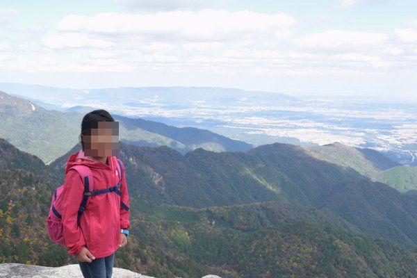 御在所岳岩峰にて記念撮影
