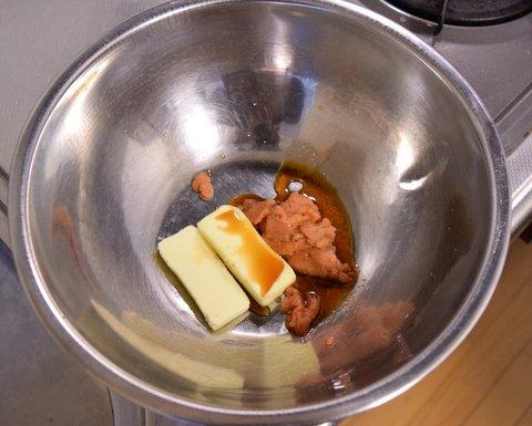明太子スパゲティのソースを準備する