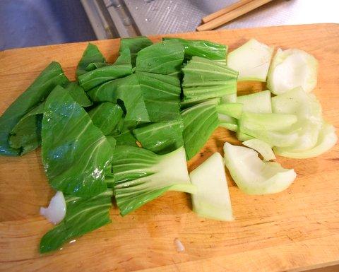 青梗菜を切る