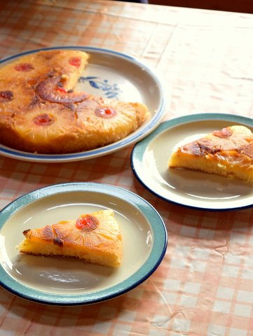 パインのアップサイドダウンケーキをいただく