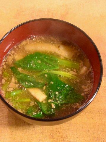 ホウレン草とお揚げの味噌+醤油粕汁