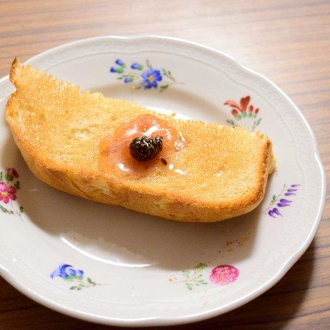 松ぼっくりジャムトースト