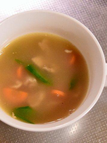 自家製マーマイトを混ぜたコンソメスープ