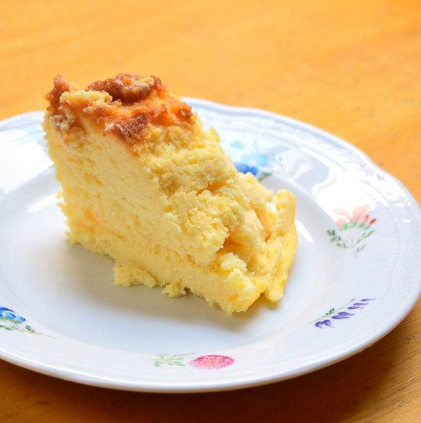 切り分けたプリンチーズケーキ