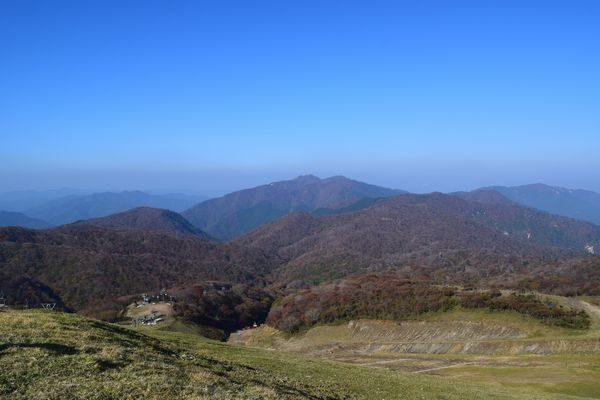 蓬莱山頂から北の山々を望む
