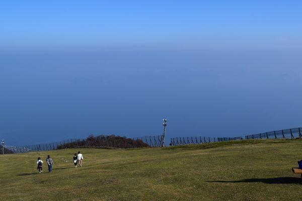 蓬莱山頂から琵琶湖を望む