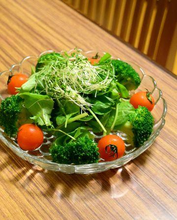 カラシナスプラウトを使ったサラダ
