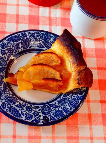 ダッチオーブンで焼いたアップルパイ