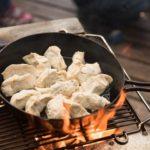 焚き火で鉄鍋餃子を焼く 第9回世界料理研究会(前編)