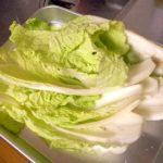 発酵食品であるキムチを漬ける