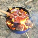 焚き火とスキレットでカレーを作る
