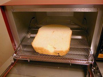 食パンを焼く