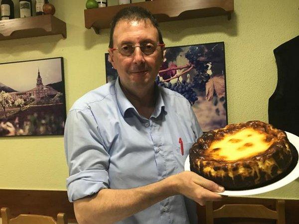 ラヴィーニャの店主リベラ氏と本物のバスクチーズケーキ
